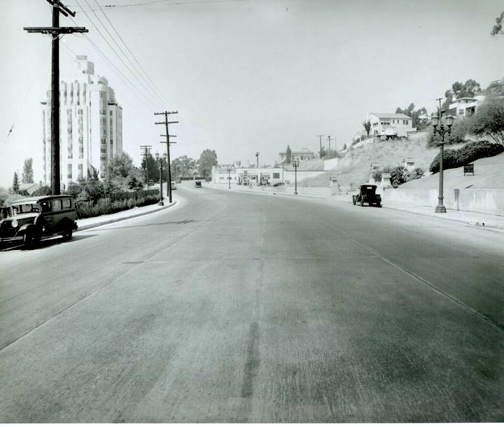 Sunset Gardens Apartments: The Sunset Strip, West Hollywood, 1930