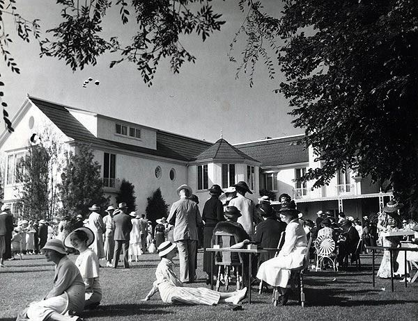 A Lawn Party At Pickfair The Home Of Douglas Fairbanks