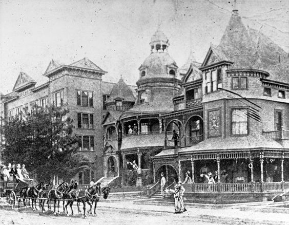 A Stagecoach Arrives At The Melrose Hotel And Hotel